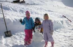 family in the snow Hanmer Springs ski area