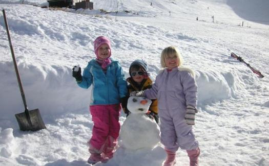 family in the snow Hanmer Springs ski area